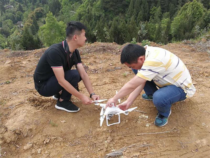 省科技音像制作中心到天星村 帮助拍摄村数字地图
